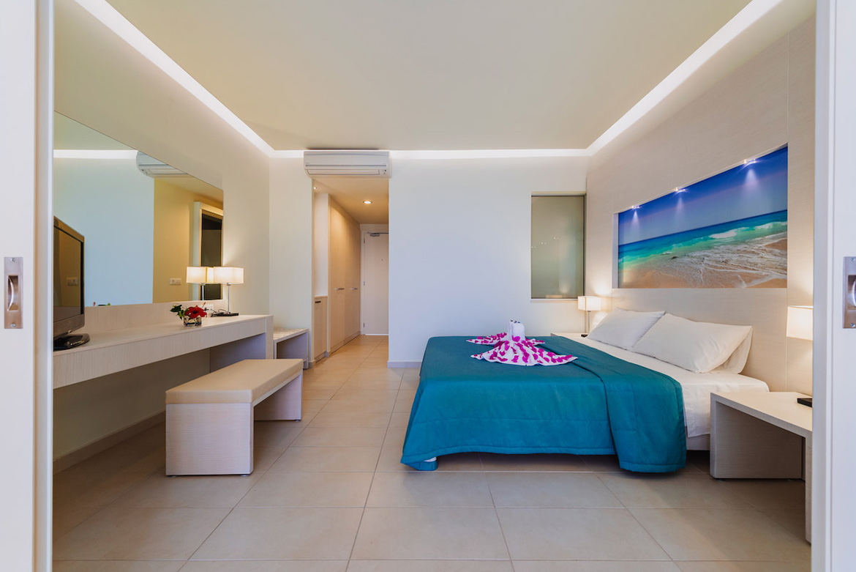 junior-suite-sleeping-area