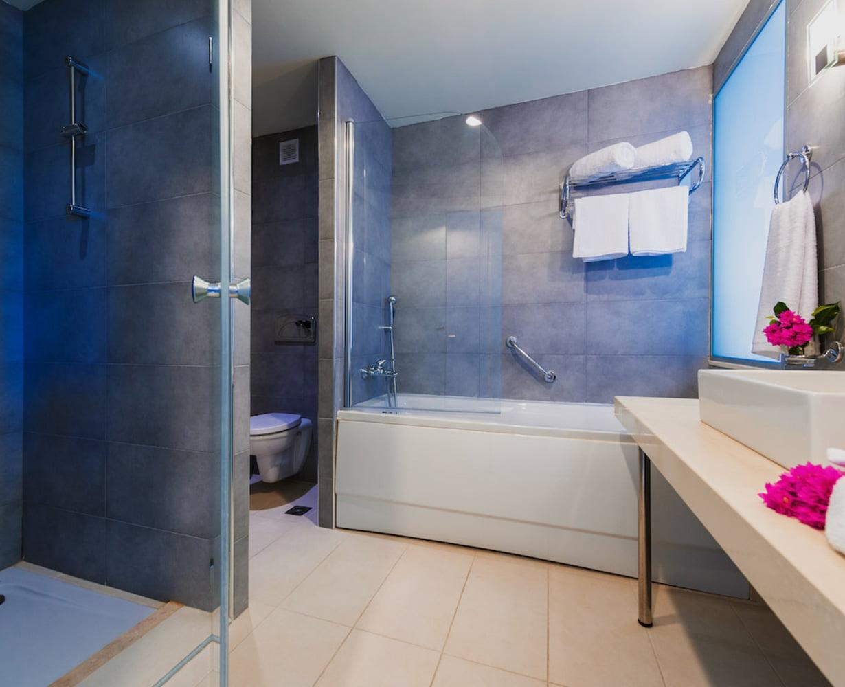 suite-family-bath